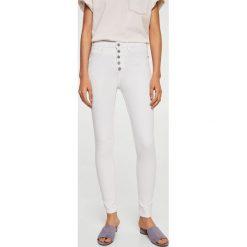 Mango - Jeansy Soho. Białe jeansy damskie rurki Mango, z bawełny, z podwyższonym stanem. Za 139,90 zł.