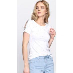 Biała Bluzka Escalate. Białe bluzki na imprezę marki Born2be, m, ze sznurowanym dekoltem, z krótkim rękawem. Za 64,99 zł.