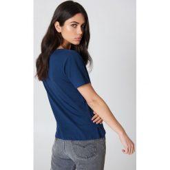 NA-KD Basic T-shirt z dekoltem V - Blue,Navy. Różowe t-shirty damskie marki NA-KD Basic, z bawełny. W wyprzedaży za 22,17 zł.