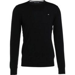 J.LINDEBERG LYLE TRUE MERINO Sweter black. Czarne swetry klasyczne męskie J.LINDEBERG, m, z materiału. Za 379,00 zł.