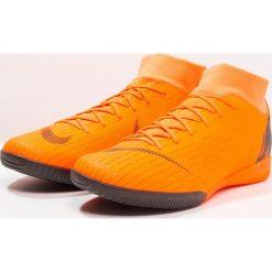 Nike Performance SUPERFLYX 6 ACADEMY IC Halówki total orange/white/volt. Brązowe buty sportowe chłopięce Nike Performance, z gumy. Za 379,00 zł.