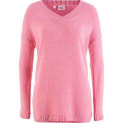 Sweter oversize z głębokim dekoltem w serek bonprix malinowy. Czerwone swetry oversize damskie bonprix. Za 27,99 zł.