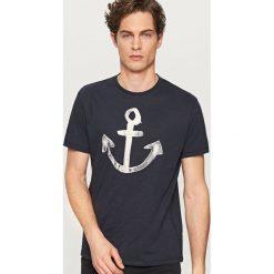 T-shirty męskie: T-shirt z żeglarskim motywem – Granatowy