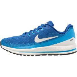 Nike Performance AIR ZOOM VOMERO 13 Obuwie do biegania treningowe gym blue/light bone/blue hero/sail. Niebieskie buty do biegania męskie marki Nike Performance, z materiału. Za 779,00 zł.