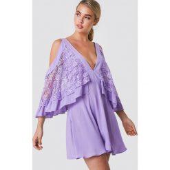 Trendyol Sukienka mini z koronkowymi detalami - Purple. Szare sukienki koronkowe marki Trendyol, na co dzień, casualowe, midi, dopasowane. W wyprzedaży za 97,17 zł.