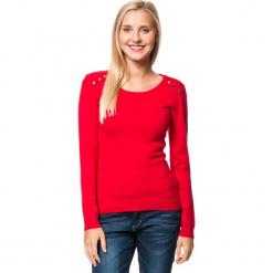Sweter w kolorze czerwonym. Czerwone swetry klasyczne damskie marki William de Faye, z kaszmiru, z okrągłym kołnierzem. W wyprzedaży za 136,95 zł.