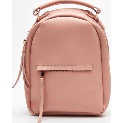 Mały plecak z kieszenią - Beżowy. Brązowe plecaki damskie marki Cropp. Za 79,99 zł.