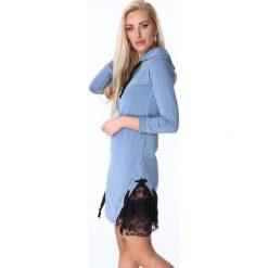 Sukienka z koronką na bokach jasnoniebieska 3777. Białe sukienki marki Fasardi, l. Za 63,20 zł.