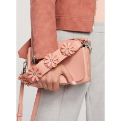 Torebki i plecaki damskie: Torebka z ozdobnym uchwytem – Różowy