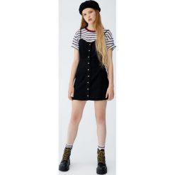 Jeansowa sukienka mini. Sukienki małe czarne marki Pull&Bear. Za 99,90 zł.
