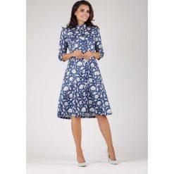 Klasyczna Sukienka Szmizjerka ze Stójką w Białe Kwiaty. Niebieskie sukienki balowe marki ARTENGO, z elastanu, ze stójką. W wyprzedaży za 139,41 zł.