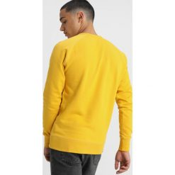 Denham Bluza deep gold. Żółte bejsbolówki męskie Denham, l, z bawełny. Za 379,00 zł.