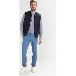 Lacoste Koszula dark blue/white. Szare koszule męskie marki Lacoste, l, w paski, z bawełny, z klasycznym kołnierzykiem, z długim rękawem. Za 449,00 zł.