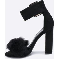 Public Desire - Sandały. Białe sandały damskie na słupku marki Graceland, w kolorowe wzory, z materiału. W wyprzedaży za 119,90 zł.