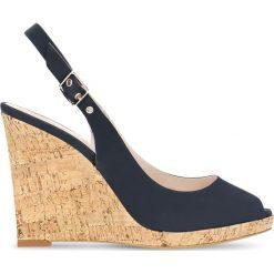 Czółenka AURORA. Niebieskie buty ślubne damskie Gino Rossi, w paski, z nubiku, na wysokim obcasie, na koturnie. Za 239,90 zł.