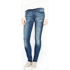 Wrangler - Jeansy Corynn Dark Lake. Niebieskie jeansy damskie rurki Wrangler, z aplikacjami, z bawełny, z obniżonym stanem. W wyprzedaży za 239,90 zł.