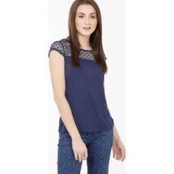 Bluzki damskie: Bluzka z koronkowym karczkiem i rękawami