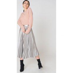 Swetry oversize damskie: Rut&Circle Sweter z półgolfem Cailyn – Pink
