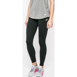 Nike Sportswear - Legginsy. Różowe legginsy marki Nike Sportswear, l, z nylonu, z okrągłym kołnierzem. W wyprzedaży za 119,90 zł.