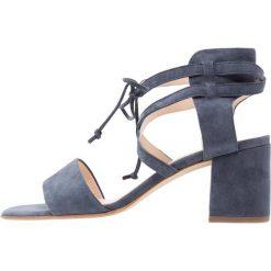 Peter Kaiser PETZI Sandały bijou. Niebieskie sandały damskie Peter Kaiser, z materiału. W wyprzedaży za 599,20 zł.
