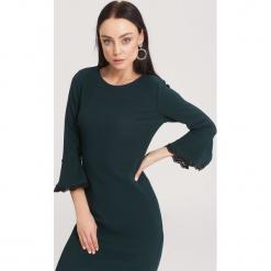 Ciemnozielona Sukienka Celebrated. Zielone sukienki hiszpanki other, l, mini, oversize. Za 59,99 zł.