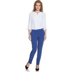 Bluzki asymetryczne: Biała Bluzka Elegancka z Wycięciem przy Dekolcie