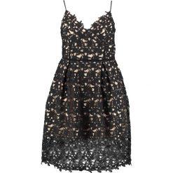 City Chic SO FANCY Sukienka koktajlowa black. Czarne sukienki koktajlowe marki City Chic, z bawełny. W wyprzedaży za 407,20 zł.