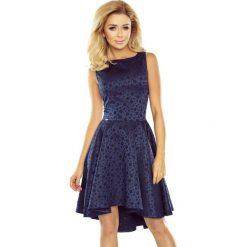 Sukienka żakardowa dłuższy tył sf-175-3. Niebieskie sukienki asymetryczne marki SaF, na co dzień, xl, z żakardem, z asymetrycznym kołnierzem. Za 189,90 zł.