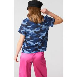 NA-KD Koszulka Army z dekoltem w kształcie litery V - Blue. Niebieskie t-shirty damskie NA-KD, z bawełny, dekolt w kształcie v. W wyprzedaży za 20,48 zł.