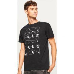 T-shirt z fazami księżyca - Czarny. Czarne t-shirty męskie Reserved, l. Za 49,99 zł.