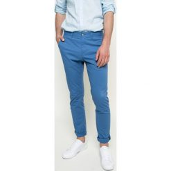 Lacoste - Spodnie. Szare rurki męskie Lacoste, z bawełny. W wyprzedaży za 299,90 zł.