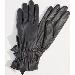 Skórzane rękawiczki - Czarny. Czarne rękawiczki damskie Mohito. Za 89,99 zł.