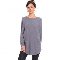 """Sweter """"Fiona"""" w kolorze szarym. Szare swetry klasyczne damskie Cosy Winter, s, ze splotem, z okrągłym kołnierzem. W wyprzedaży za 181,95 zł."""