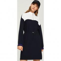 Sukienka z półgolfem - Granatowy. Niebieskie sukienki z falbanami Sinsay, l. Za 69,99 zł.