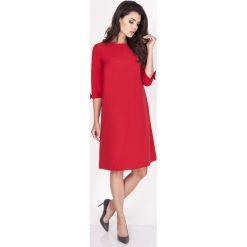 Czerwona Sukienka Trapezowa Mini z Uroczymi Kokardkami. Czerwone sukienki balowe marki Molly.pl, do pracy, na jesień, l, z tkaniny, z dekoltem na plecach, mini, oversize. W wyprzedaży za 110,58 zł.