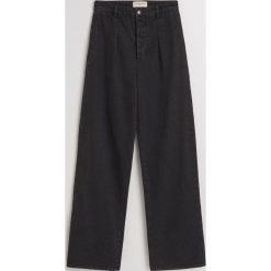 Jeansy z wysoką talią - Szary. Czerwone spodnie z wysokim stanem marki OLAIAN, z materiału, sportowe. Za 139,99 zł.