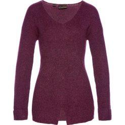 Sweter we wzór w warkocze bonprix jeżynowy. Fioletowe swetry klasyczne damskie marki bonprix, z dzianiny. Za 59,99 zł.