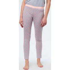 Etam - Spodnie piżamowe Trisha. Białe piżamy damskie marki MEDICINE, z bawełny. W wyprzedaży za 59,90 zł.