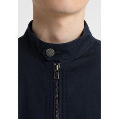 Tommy Jeans DROP SHOULDER Kurtka Bomber black iris. Niebieskie kurtki męskie bomber marki Reserved, l, z elastanu. W wyprzedaży za 356,95 zł.