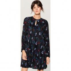 Plisowana sukienka w kwiaty - Niebieski. Niebieskie sukienki marki Mohito, l, w kwiaty. Za 119,99 zł.