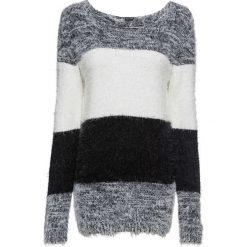 Sweter z przędzy z długim włosem w paski bonprix czarno-biały w paski. Białe swetry klasyczne damskie bonprix, z dzianiny, z okrągłym kołnierzem. Za 89,99 zł.