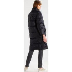 Sparkz LONNY Płaszcz puchowy black. Czarne płaszcze damskie puchowe Sparkz, l, z materiału. W wyprzedaży za 554,25 zł.