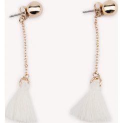 Kolczyki damskie: NA-KD Accessories Długie kolczyki z małymi chwostami – White,Gold