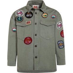 American Outfitters Koszula forest. Zielone bluzki dziewczęce bawełniane marki American Outfitters. W wyprzedaży za 237,30 zł.