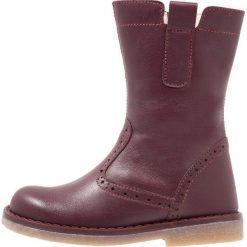 Friboo Kozaki bordeaux. Czerwone buty zimowe damskie marki Friboo, z materiału. W wyprzedaży za 137,40 zł.