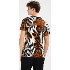 GStar MOSTOM Tshirt z nadrukiem white/roast/black. Brązowe koszulki polo G-Star, m, z nadrukiem, z bawełny. W wyprzedaży za 251,10 zł.