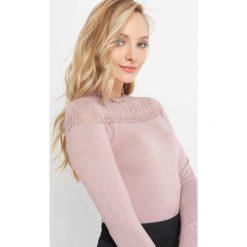 Ażurowy sweter z falbaną. Czerwone swetry klasyczne damskie marki Orsay, xs, z dzianiny, z falbankami. Za 89,99 zł.