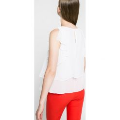 Guess Jeans - Top. Szare topy sportowe damskie Guess Jeans, l, z aplikacjami, z jeansu, z okrągłym kołnierzem. W wyprzedaży za 159,90 zł.