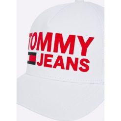 Tommy Jeans - Czapka. Różowe czapki z daszkiem damskie marki Tommy Jeans, z bawełny. Za 179,90 zł.