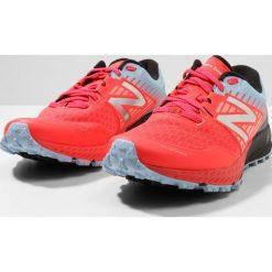 Buty sportowe damskie: New Balance 910 V4 Obuwie do biegania Szlak coral/blue